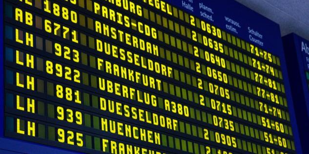 Anzeigentafel_Flughafen_Fotolia_90928387_Subscription_Monthly_M