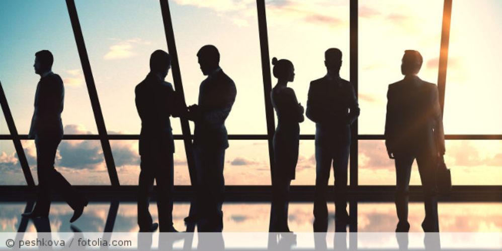 Businesspeople silhouettes_fotolia_107015414