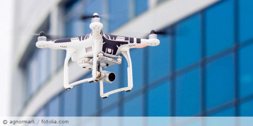 Drohne_fotolia_102789918