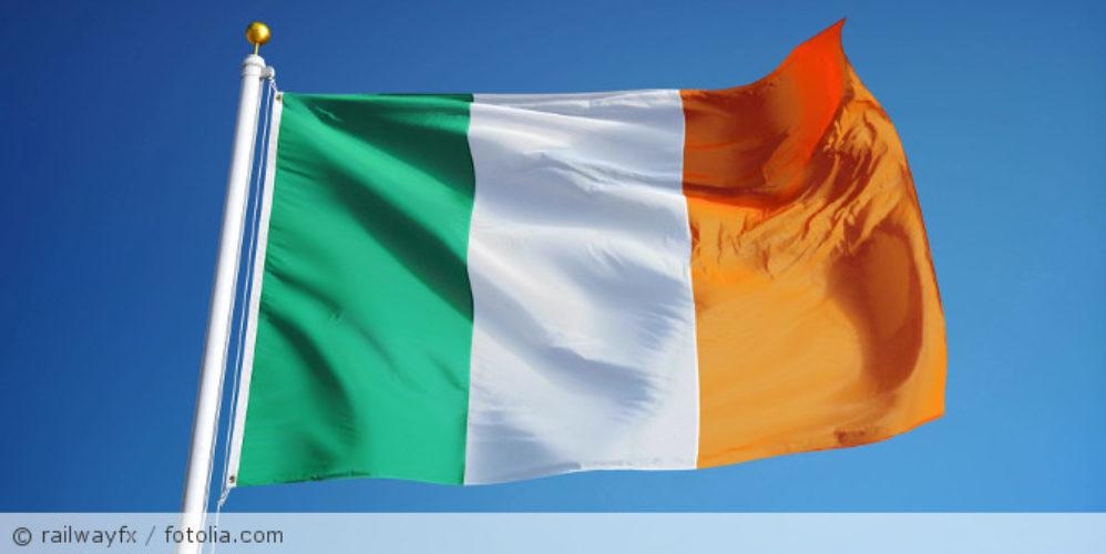 Irland_Flagge_fotolia_119925131