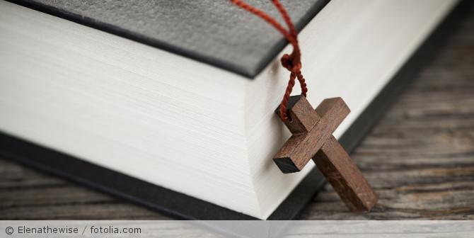Kirche_Fotolia_51288116_S