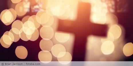 Kreuz_abstrakt_Kirche_fotolia_100863286