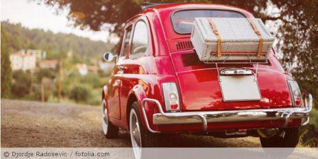 Rotes_Auto_Urlaub_fotolia_141802737