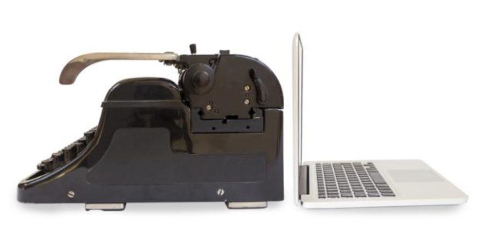 Schreibmaschine_Laptop_Fotolia_68229884_S