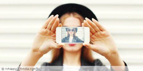 Selfie_fotolia_124166633