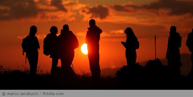 Wanderung_Sonnenauf -untergang_fotolia_77850148