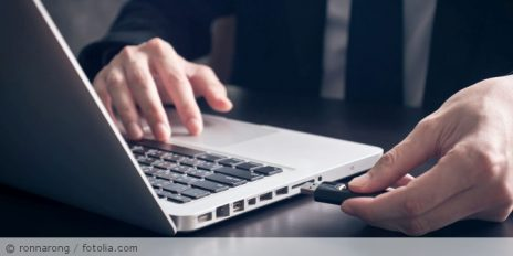 USB-Stick_Laptop_fotolia_127608022