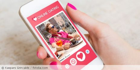 Dating_App_fotolia_132025302