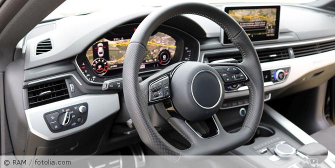 Navigationsgeraet_Auto_fotolia_177796678