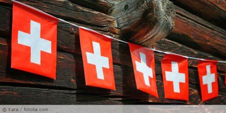 Schweiz_Fahnenleine_fotolia_186302603