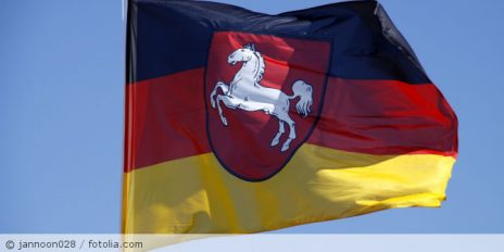 Flagge_Niedersachsen_fotolia_27584887