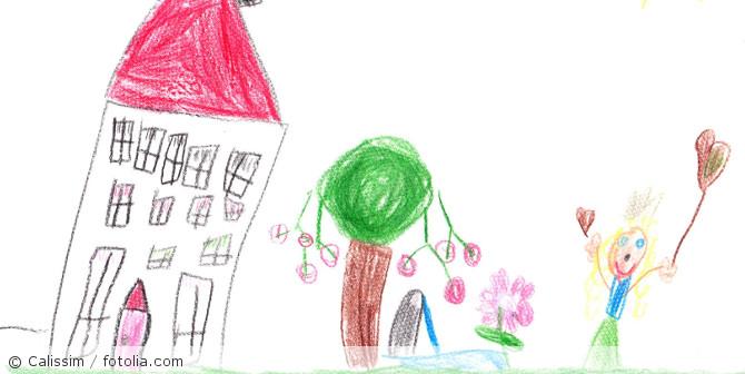 Kinderbild_malen_zuHause_fotolia_174326052