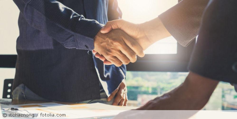 Handshake_Vertrag_Business_fotolia_158317030