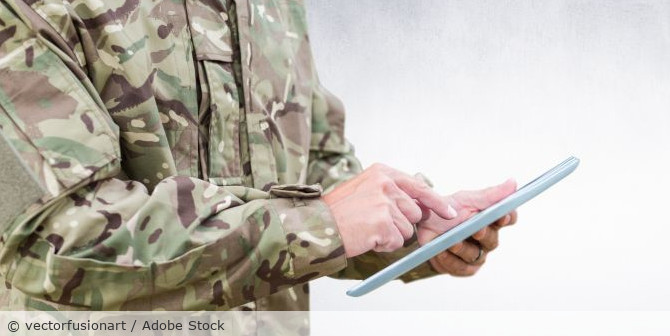 Soldat_Laptop_Computer_Tablet_Bundeswehr_AdobeStock_153131243