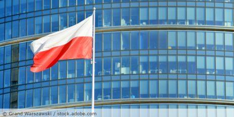Polen_Flagge_Buero_AdobeStock_228008290