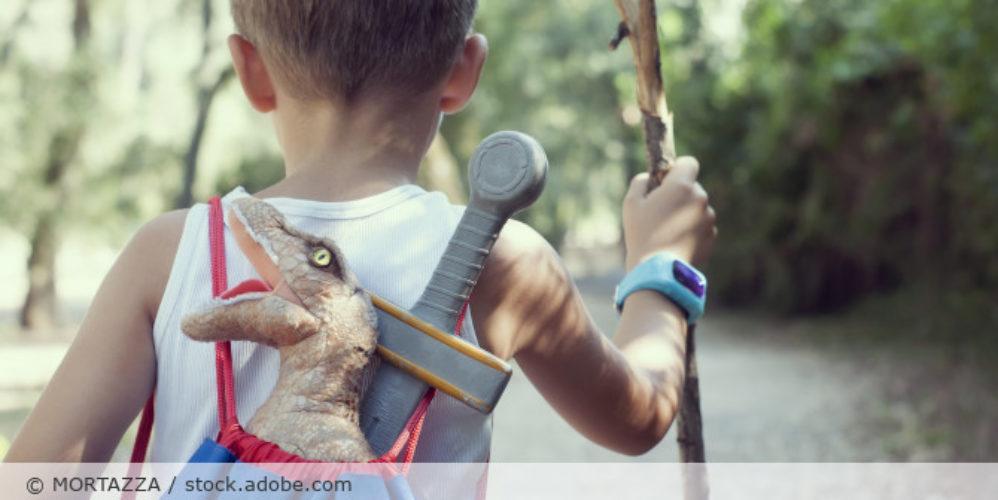 Smartwatch_Wearable_Kind_Entdeckung_Spielen_Junge_AdobeStock_121017007