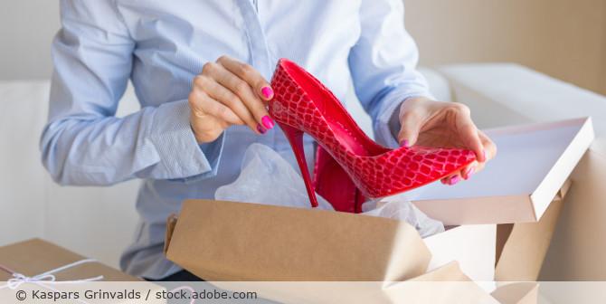 Schuhe_Versandhandel_Auspacken_AdobeStock_287491674
