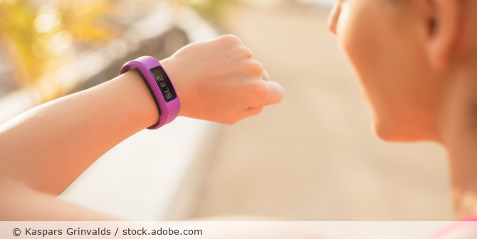 Wearable_Fitbit_AdobeStock_84086433