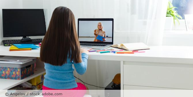 Videokonferenz_Kind_Schule_AdobeStock_330815698