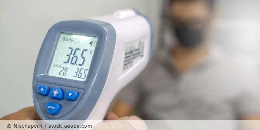Fieberthermometer_Fieber_messen_AdobeStock_331413335
