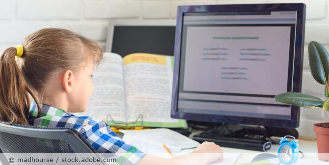 Homeschooling_Computer_Kind_AdobeStock_342854863
