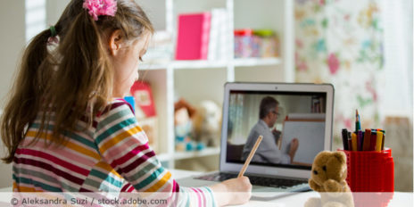 Videokonferenz_Kind_Schule_Homeschooling_AdobeStock_340955231