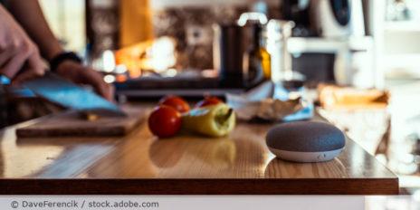 Smartspeaker_Lautsprecher_Assistant_AdobeStock_291900128