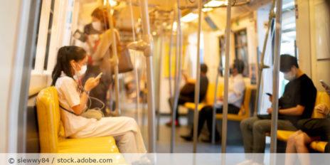 U-Bahn_Maske_Corona_AdobeStock_339557516