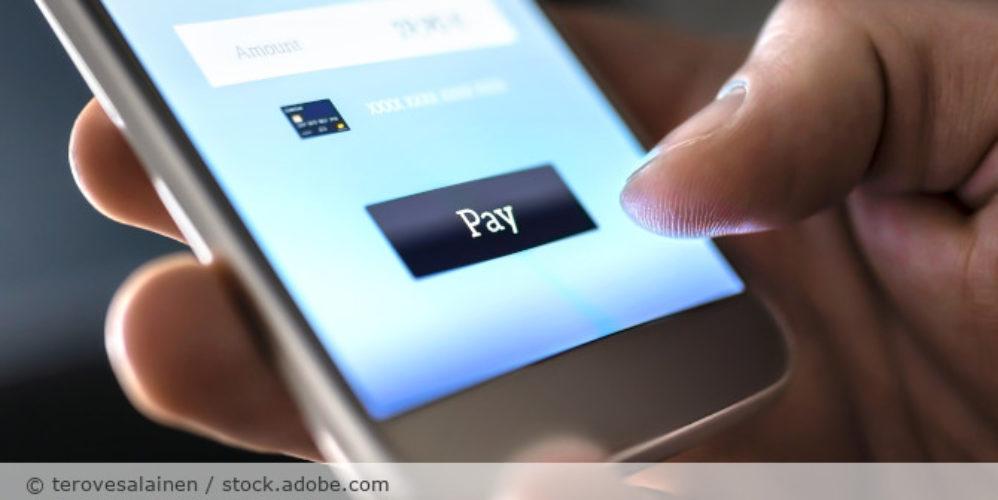 MobilePayment_digitalesBezahlen_Handy_AdobeStock_275606341