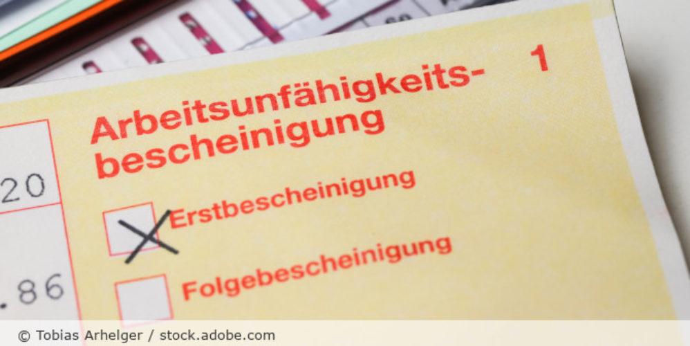 Arbeitsunfaehigkeitsbescheinigung_gelber_Schein_AU_AdobeStock_268560086