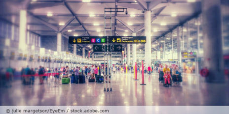 Flughafen_Abflughalle_AdobeStock_348902762
