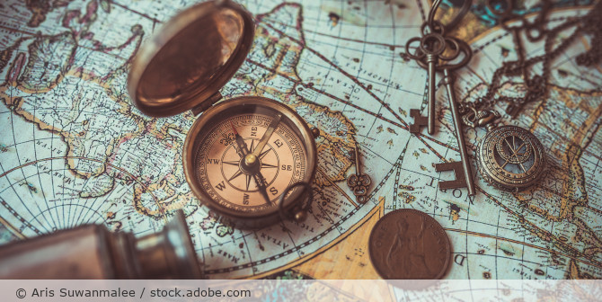 Landkarte_antik_Kompass_Schluessel_AdobeStock_132307997
