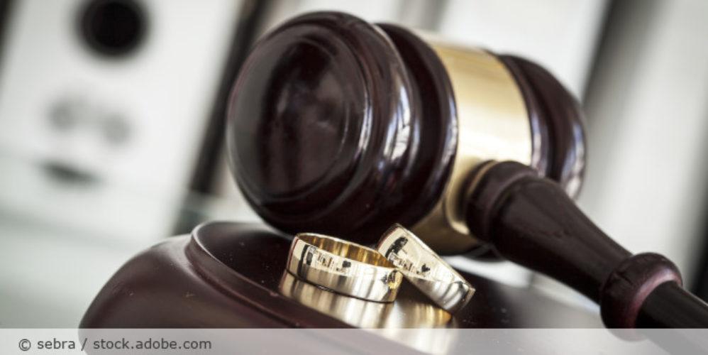 Scheidung_Gericht_Ringe_AdobeStock_114416567