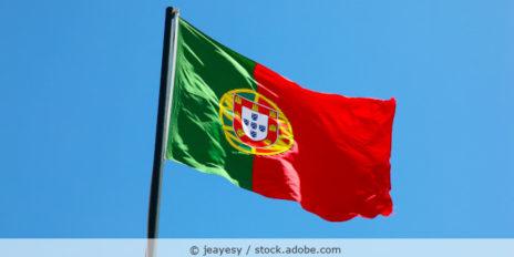 Portugal_Flagge_AdobeStock_259702527