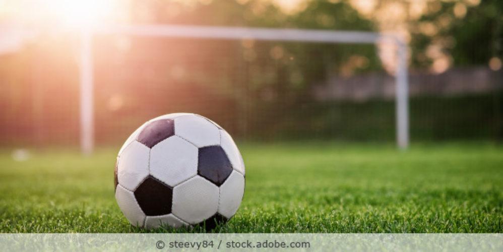 Fussball_Tor_Rasen_Sport_AdobeStock_110372910